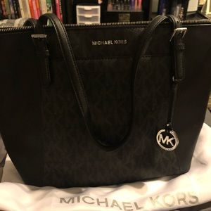 Top zip Michael Kors black tote